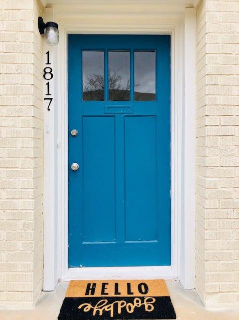 Blue Door B&B 2 - Walk to Plaza & near Uptown
