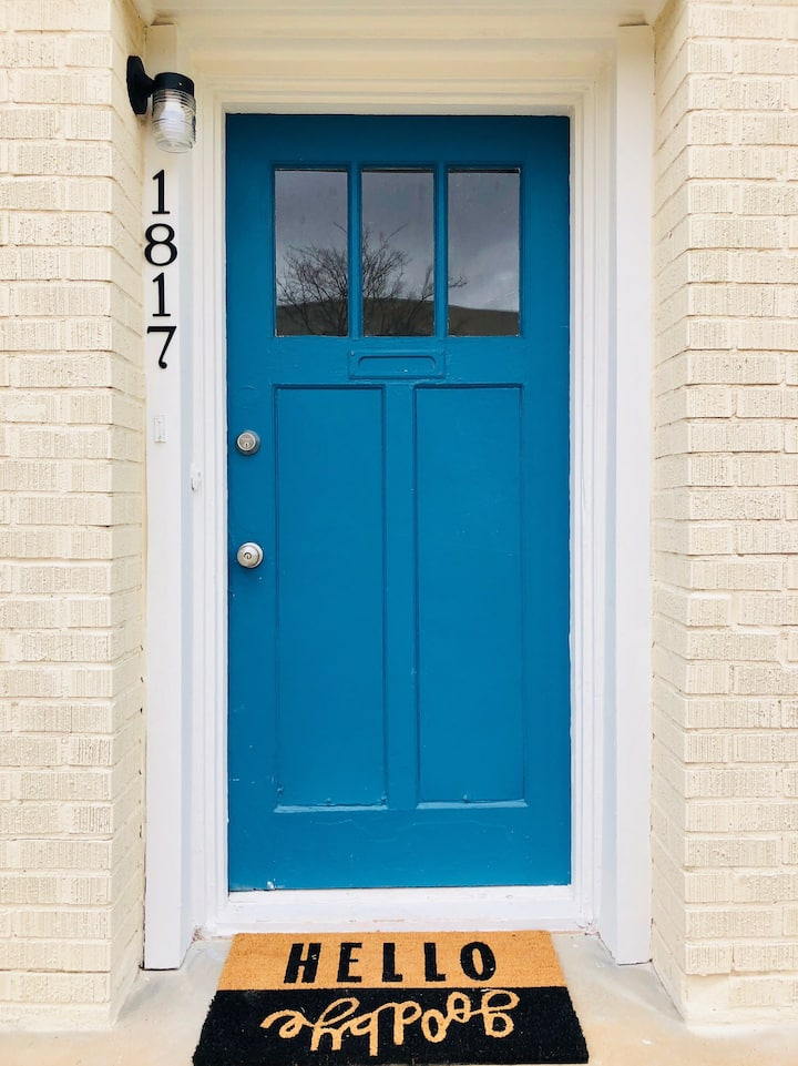 Blue Door B&B 2 - Walk to Plaza & near Uptown