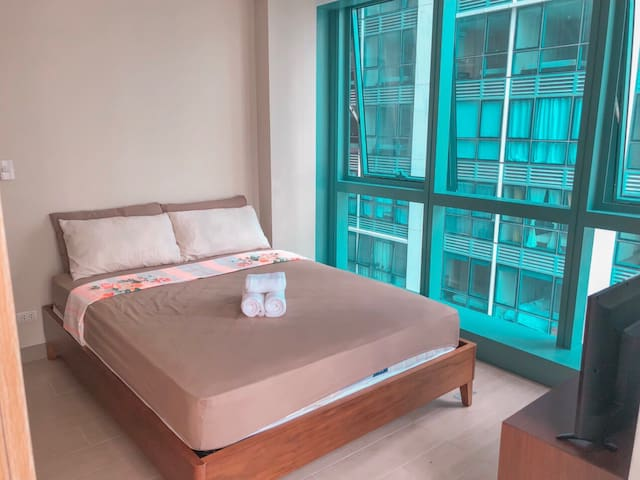 Exclusive Bedroom & Breakfast, Balcony, Uptown BGC