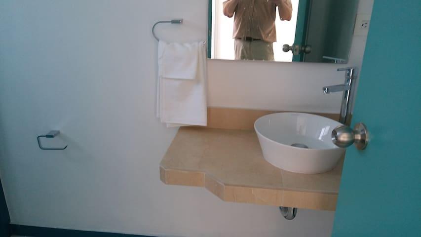 Dos baños completos