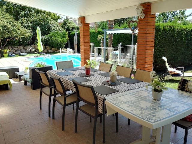 Belle maison familiale, piscine, proche Toulouse