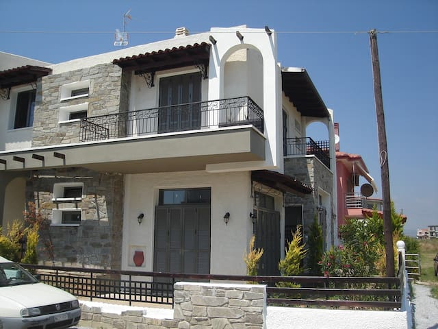 Seaside family houses - Paralia Dionisiou - (ไม่ทราบ)