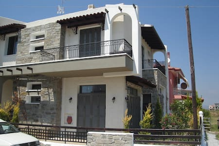 Seaside family houses - Paralia Dionisiou
