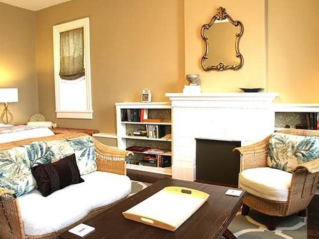 Johnina Suite Sitting Area