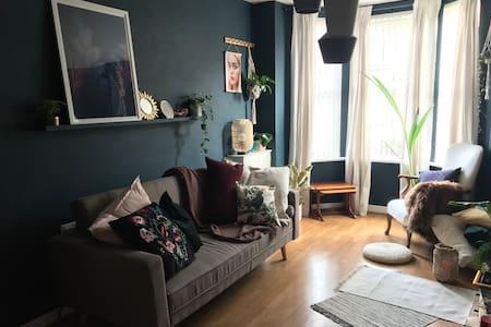 Cosy home close to city centre, netflix+WiFi
