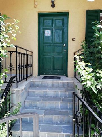 Afroditi apartments στην Λυγιά Λευκάδας το 1