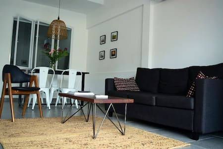 Modern Flat in Cambodian Neighborhood - Phnom Penh - Apartament