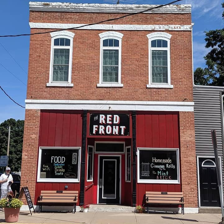 The Red Front Suite - Sleeps 15