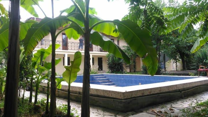 Дом с бассейном в Кобулети, в 250 метрах от пляжа!