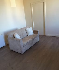 Contractor's Flat just off M8! - Cleland