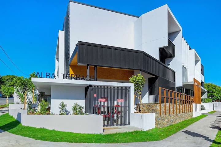 Large space 2 BED APT near Brisbane Airport