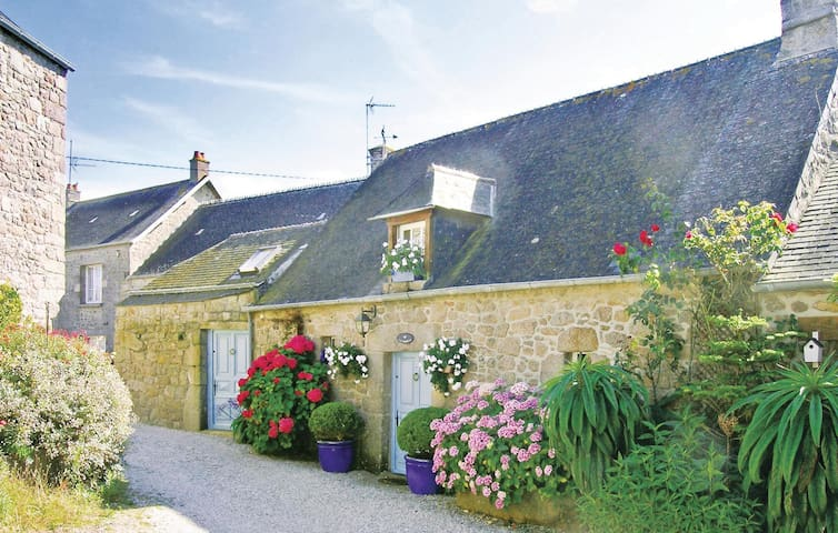 Holiday cottage with 1 bedroom on 77m² in Reville