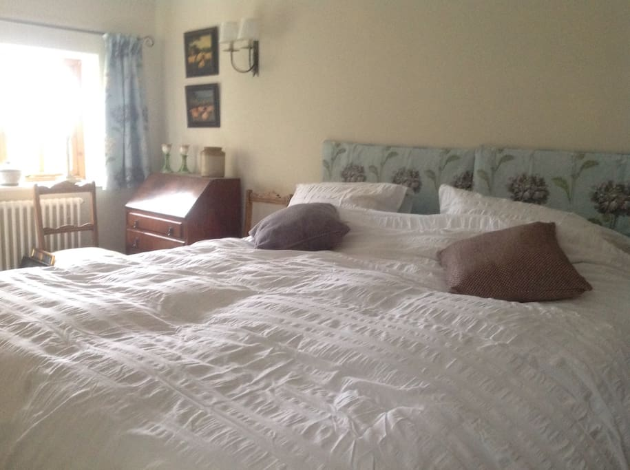 Huge superking bed. Cotton sheets. Feather duvet.
