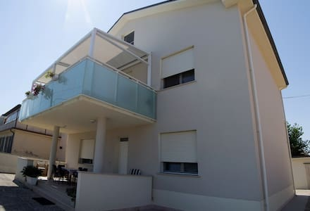 Beautiful apartment with portico on the seaside - Senigallia - Wohnung