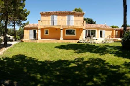 Luberon, Villa lou Penequet, piscine à débordement - L'Isle-sur-la-Sorgue