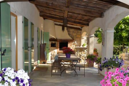 Villa à l'orée du bois, 4 chambres pour familles - Roquefort-les-Pins - Hus