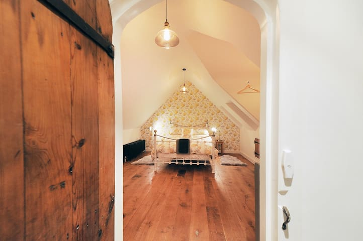 The Loft - balcony, views & hot tub - Chippenham - Annat