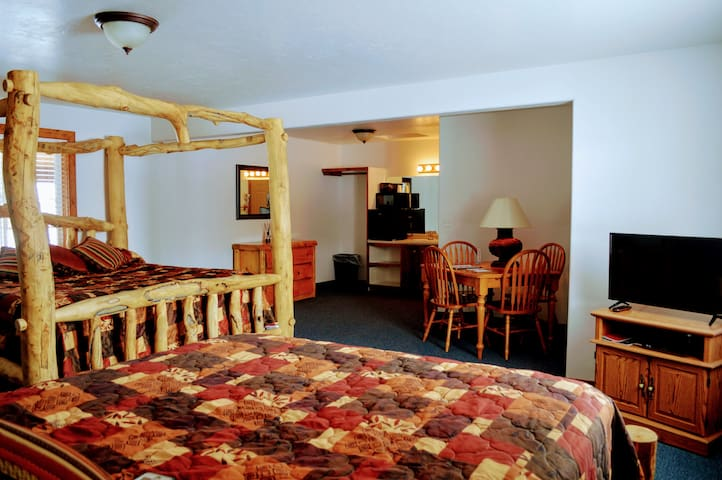 Room 1:  King and Queen bed.