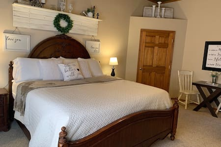 Spacious Luxury Master Suite on Golf Course R4