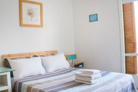 Charming Room with Private Balcony - Tel Aviv-Yafo