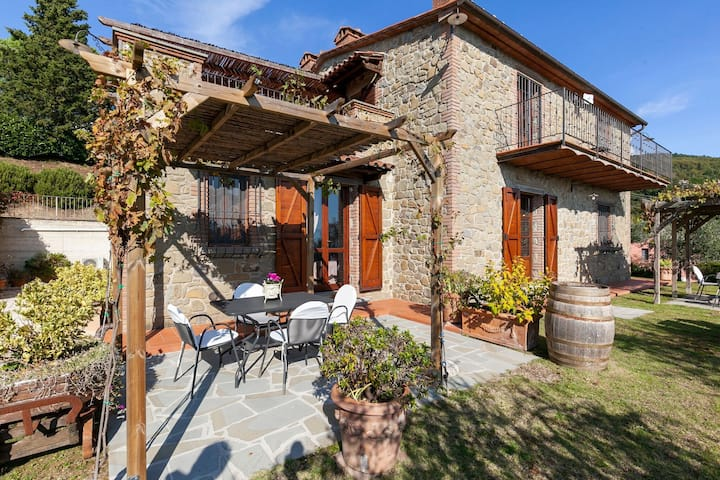 Tender Villa in Lisciano Niccone with Swimming Pool