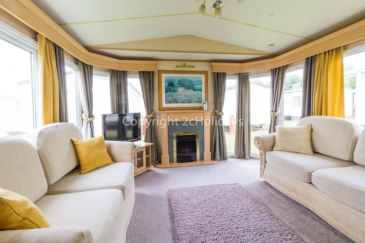 6 berth caravan for hire at Broadland Sands in Suffolk ref 20161BS