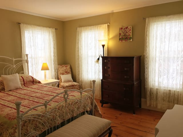 Beautiful Guest Room in Haverhill