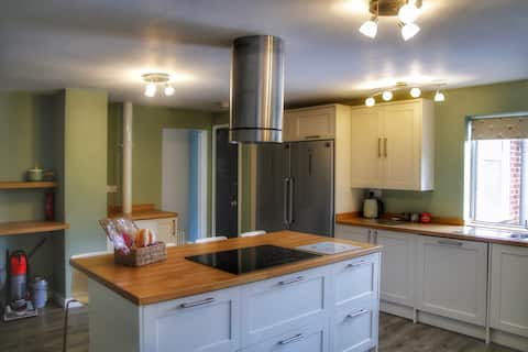 Stunning Kitchen in Spacious 3 Bed Bungalow.
