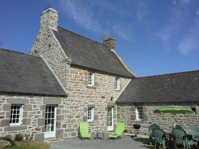 Maison bretonne avec jardin à 10 minutes de la mer - Plourin - Hus