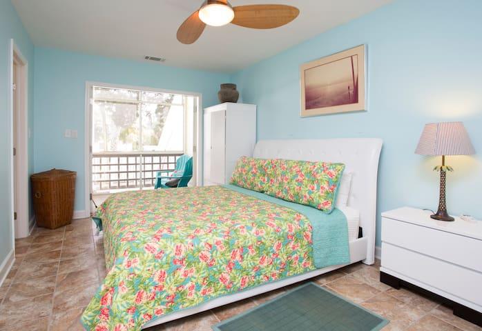 South Beach Tybee! Walk to BEACH - Tybee Island - Apartment