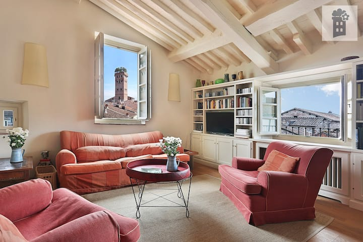 rooftop attic with 360° view in old town with lift