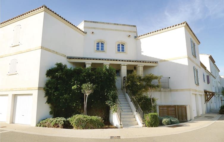 Terraced house with 3 bedrooms on 88m² in Aigues-Mortes