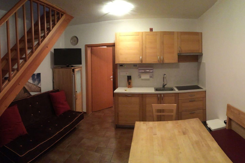 kitchen with zofa