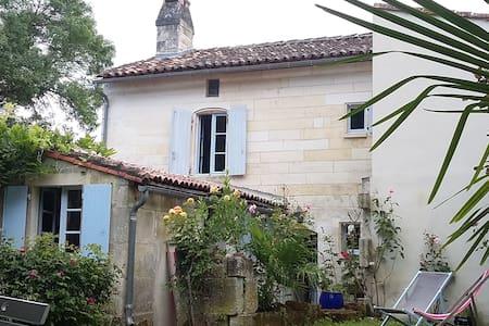 Petite maison esprit campagne - Bassac - Rumah