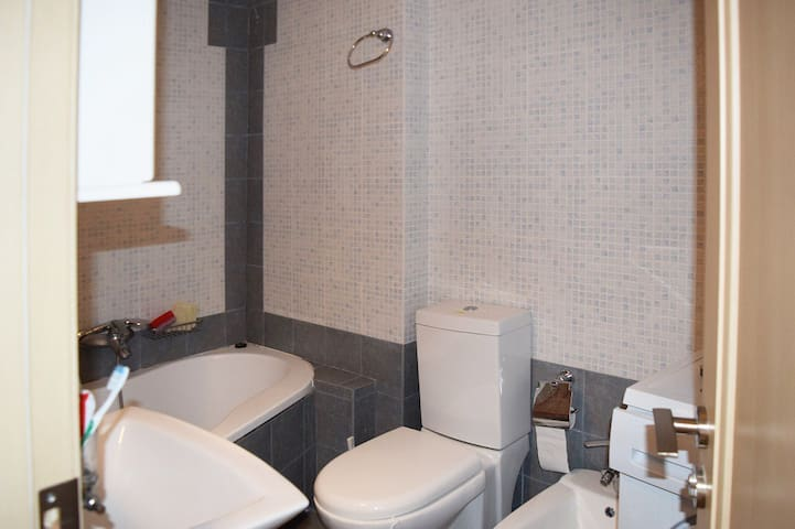 Level 1: Bathroom