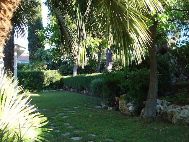 Un'oasi di tranquillità in un villaggio turistico - Rosa Marina - Villa