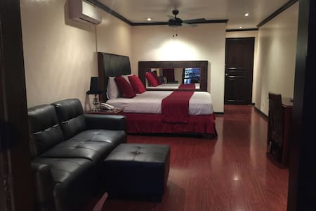 FAST WIFI | SPACIOUS | PERFECT SPOT - Angeles - Bed & Breakfast
