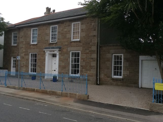 Georgian Townhouse - Double - Camborne - Huis