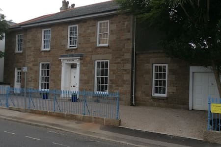 Georgian Townhouse - Double - Camborne