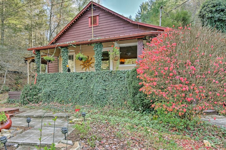 NEW!Charming 3BR Blue Ridge Cottage w/Private Pond