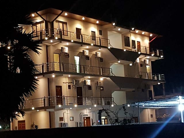 Luxury Everest Hotel - Trincomalee - Gästhus