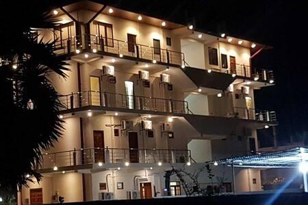Luxury Everest Hotel - Trincomalee - Rumah Tamu