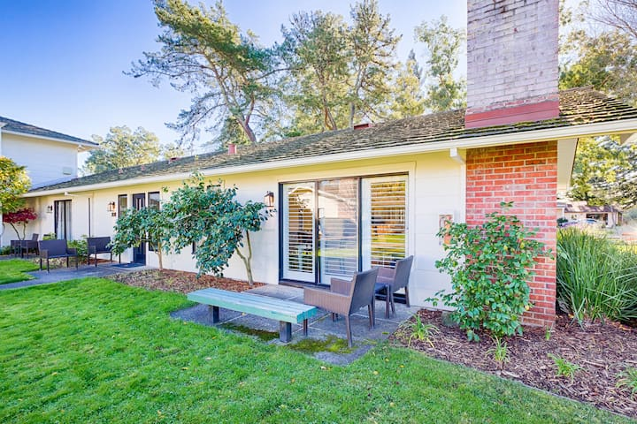 2BR/2BA in 2 Units w/ Pool, Patio & Golf Course
