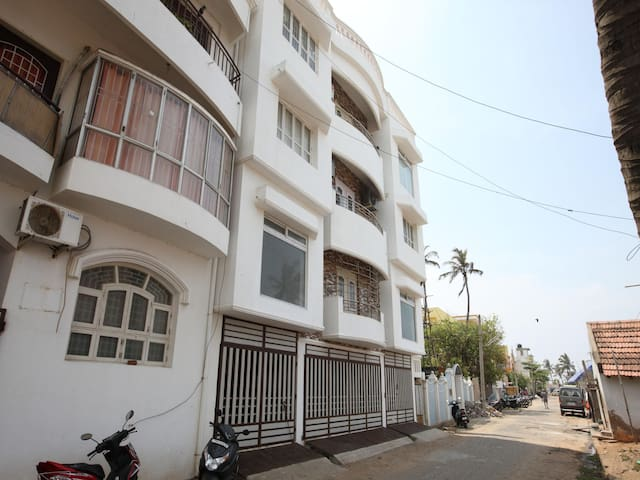OYO - 1BR Waterfront Retreat in Pondicherry-Exclusive Offer!