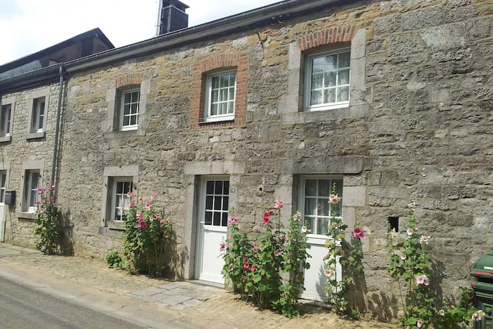 Vintage Holiday Home in Durbuy with Garden