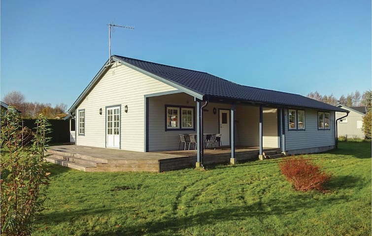 Holiday cottage with 3 bedrooms on 80 m² in Beddingestrand