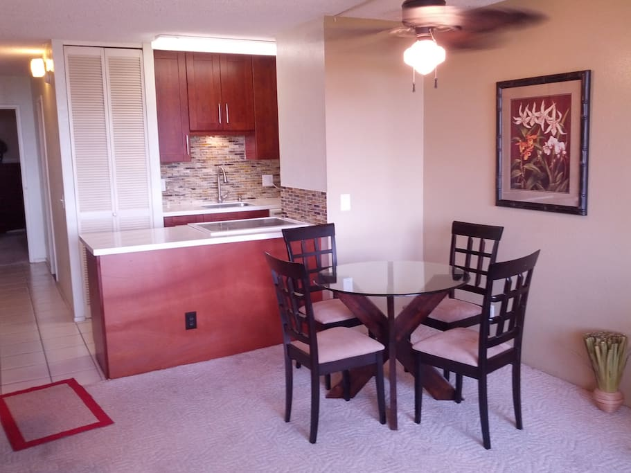 Fully-equiped kitchen and dinette