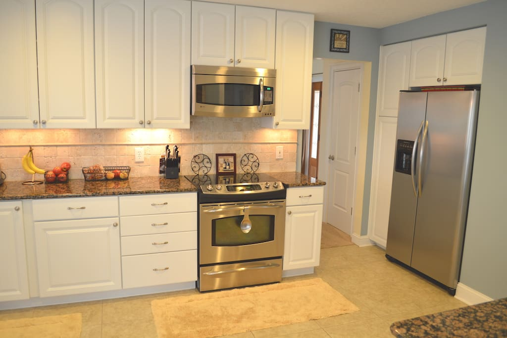 Granite counters, ice maker, fully equipped kitchen with everything you need to make full meals.