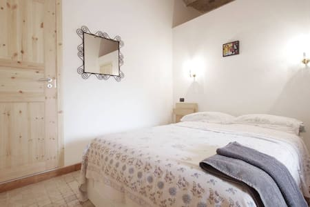 room with private bathroom in Roma