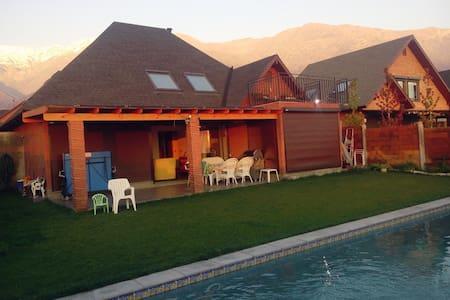 Hermosa Casa en la Cordillera con Piscina grande - Penalolen
